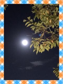今夜の満月はスーパームーン画像