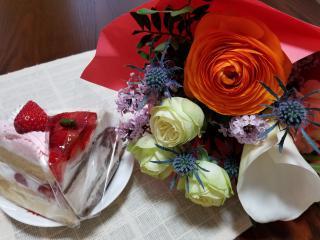 チャットの帰り道、花束💐とケーキ買いました✨画像