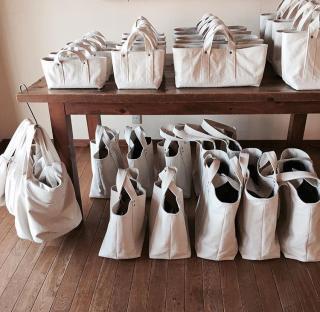 並んだバッグ画像