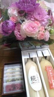 派遣社員終了し、お花とお菓子などいただきました!画像