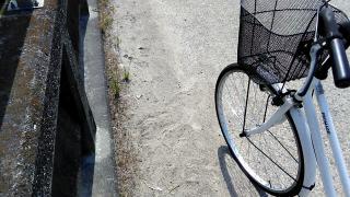 タイヤのパンク画像