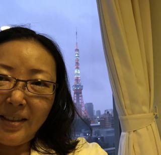 朝の東京タワーと私画像