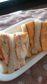 ポテトサラダとたまごのサンドイッチ。画像