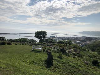丘の上から見える海画像